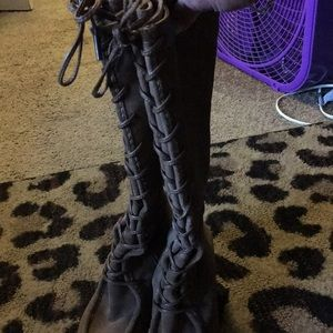 Lightly worn Frye lace up boots